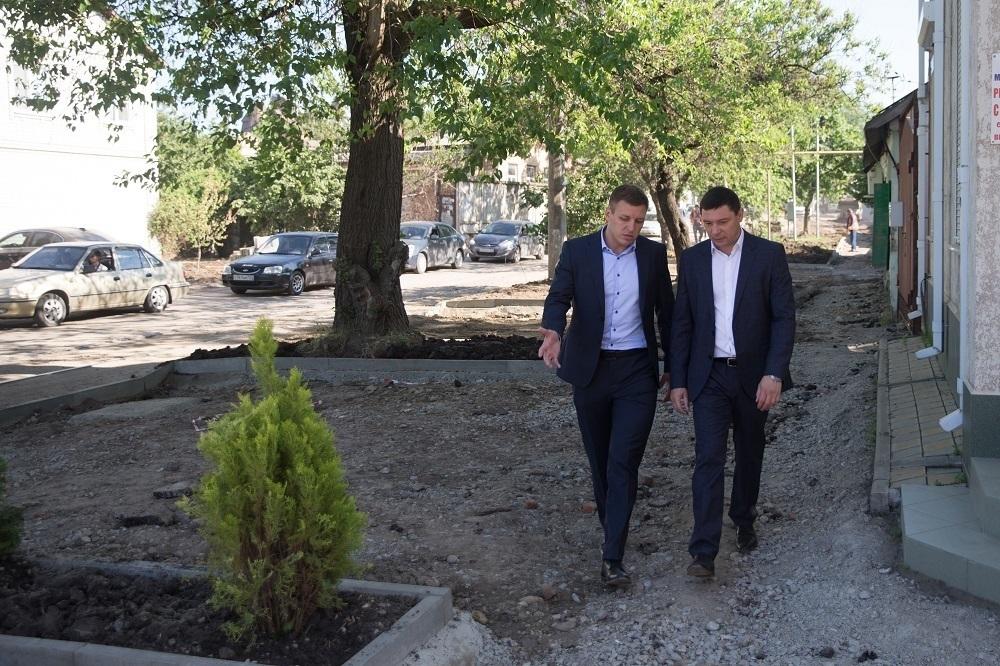 Мэр Краснодара ногами прошелся по «убитой» Базовской улице