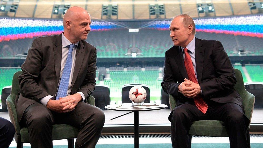 Путину выдали паспорт болельщика в Сочи