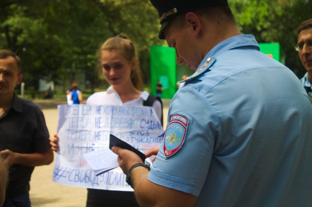 Полицейские записали лозунги пикетирующих в Краснодаре