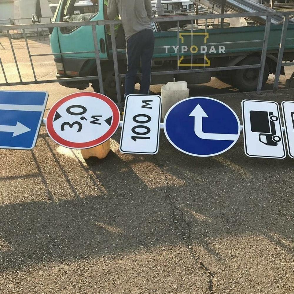 На Яблоновский мост в Краснодаре привезли новые знаки для большегрузов