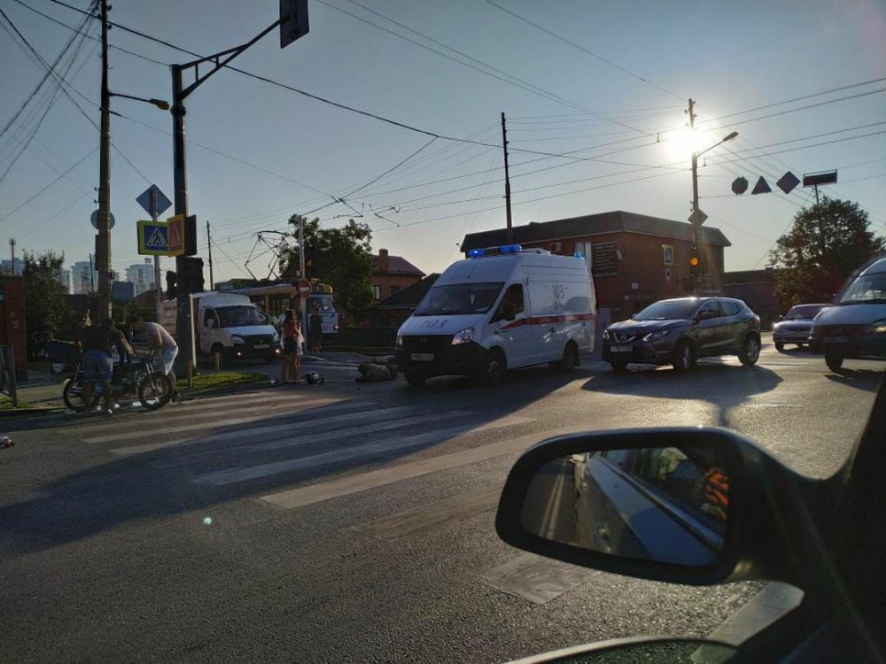 Мотоциклиста сбила иномарка в Краснодаре