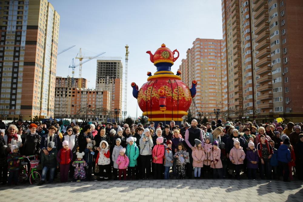 Жители микрорайонов «Губернский» и «Панорама» в Краснодаре с размахом отметили Масленицу