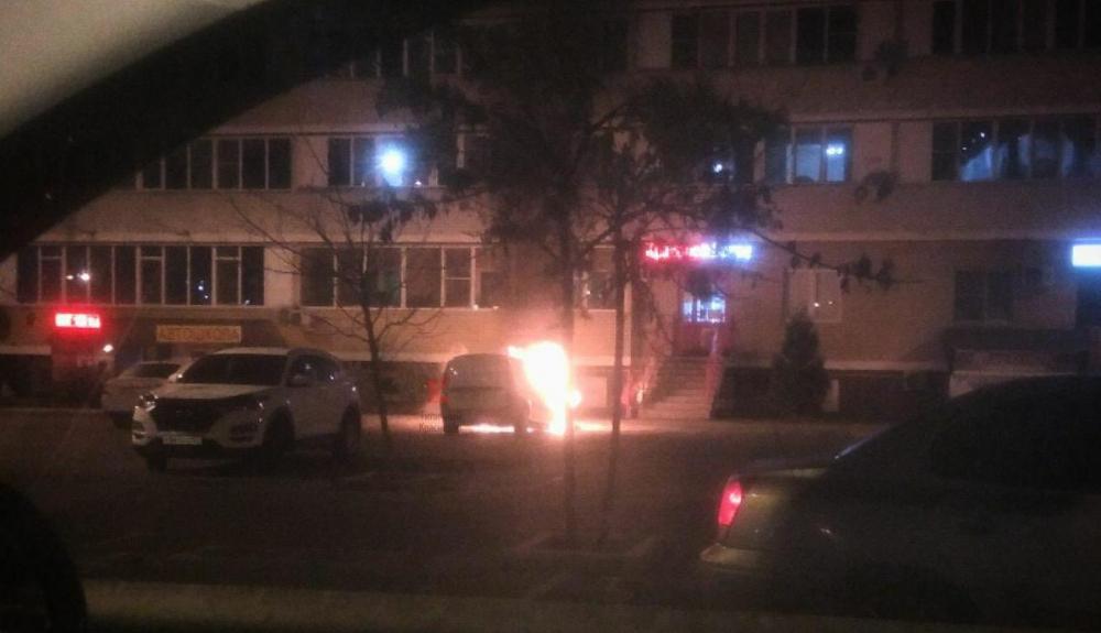 Сгорела машина в одном из ЖК Краснодара