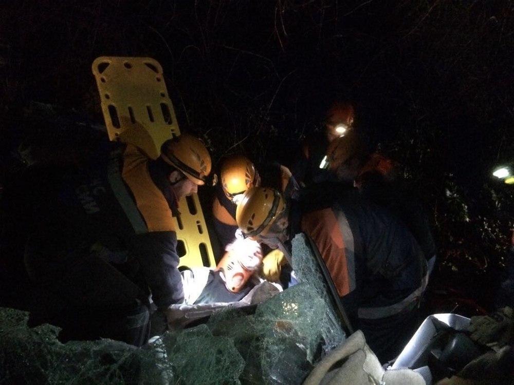 В Сочи попали в ДТП сразу три машины, автомобилиста вытаскивали спасатели