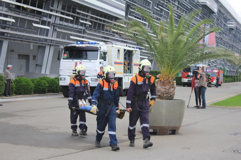 Пожар на гонках в Сочи «потушили» спасатели