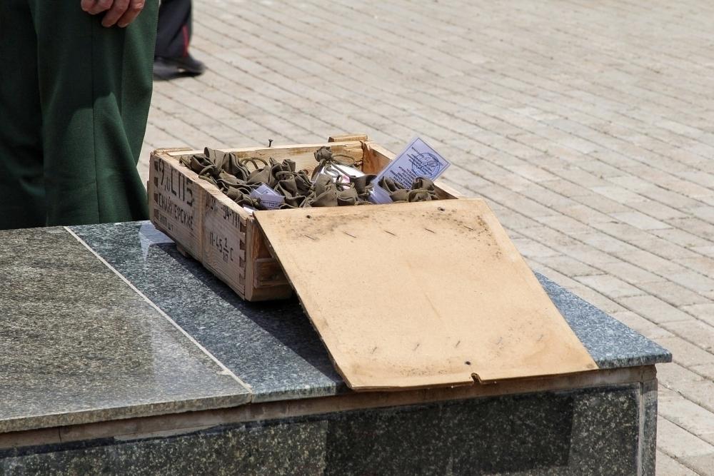 В Краснодаре торжественно собрали землю с солдатских могил