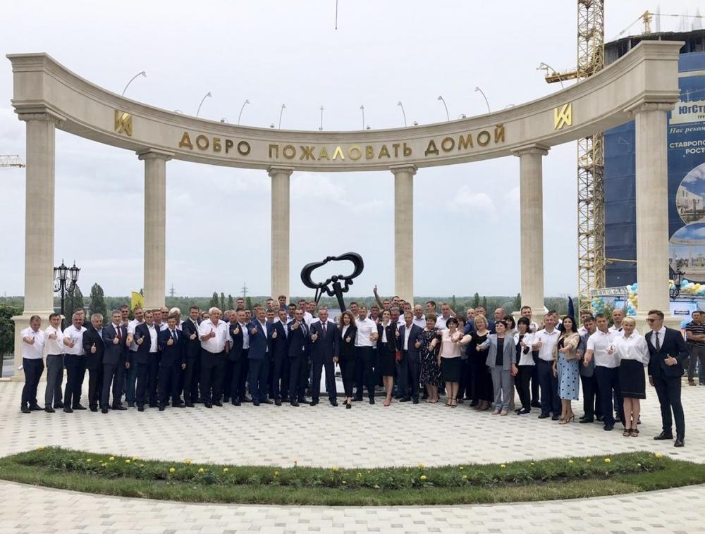 Крупнейший на юге застройщик раздал ключи обманутым дольщикам в Ростове