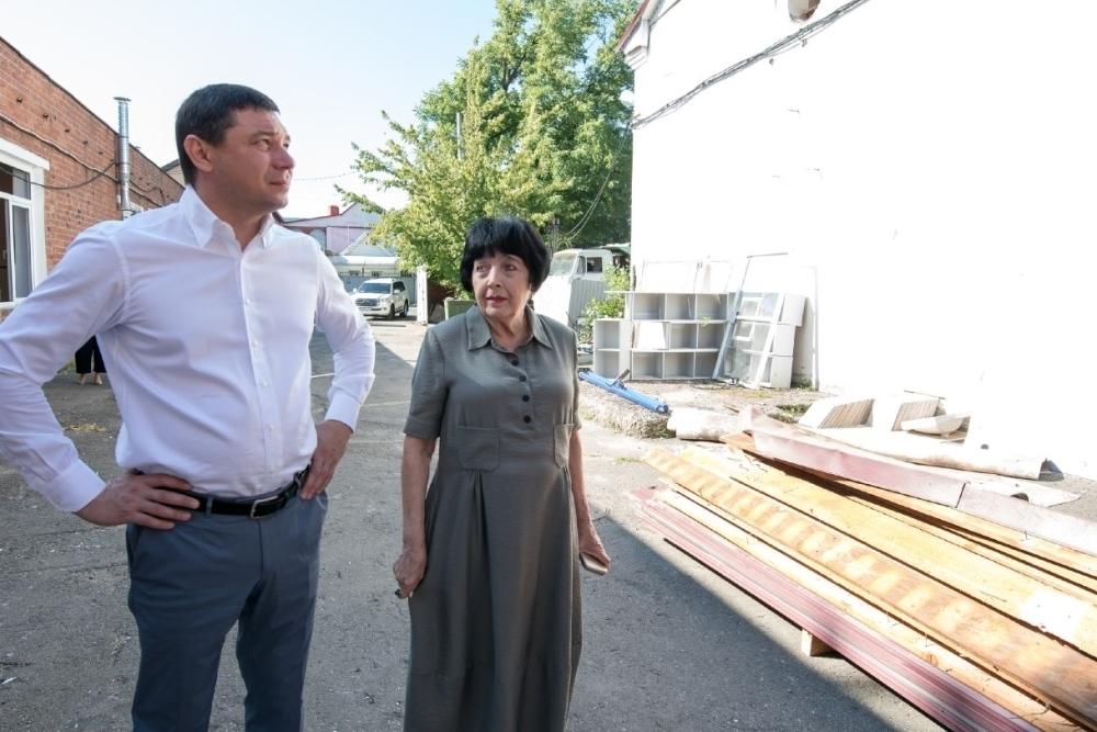 Мэр оценил строительство нового здания школы в Краснодаре
