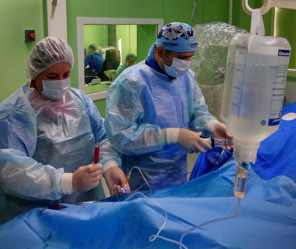 Редкую операцию провели в Краснодаре пациенту с тромбозом вен на ногах