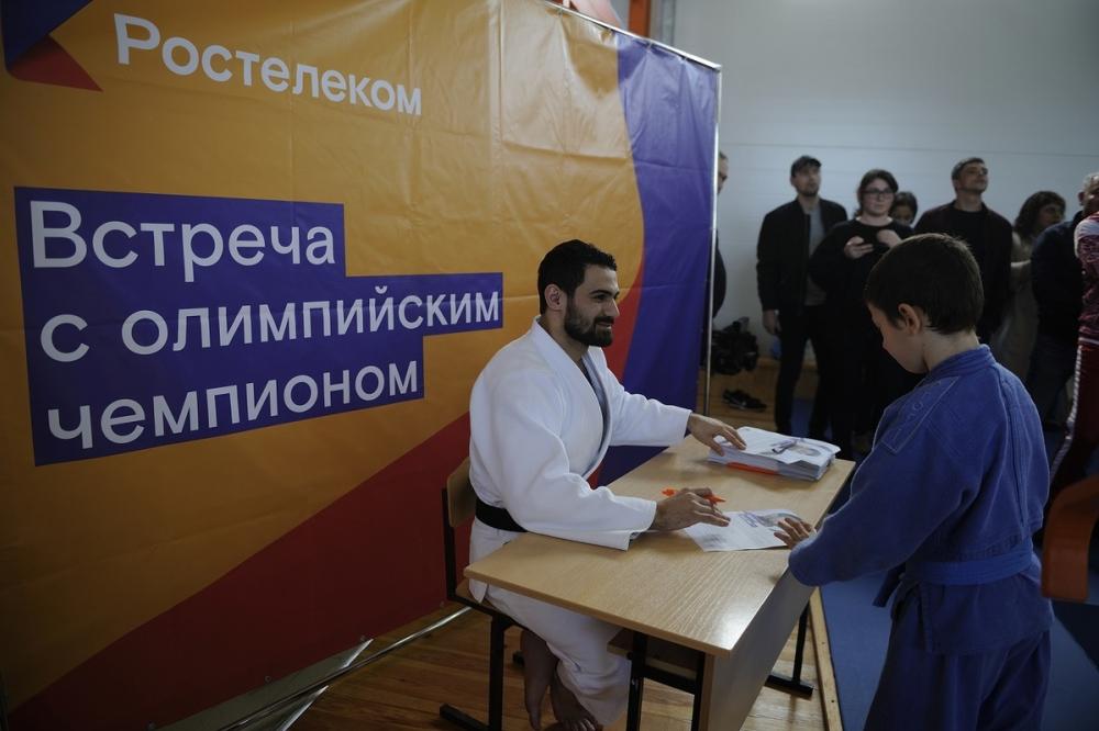 «Ростелеком» в Адыгее организовал мастер-класс с олимпийским чемпионом Арсеном Галстяном