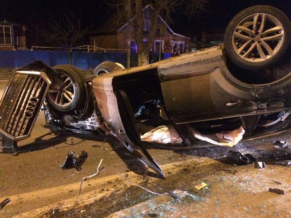 Под Краснодаром водитель «Ауди» с тремя пятерками переехал человека и разбил несколько машин