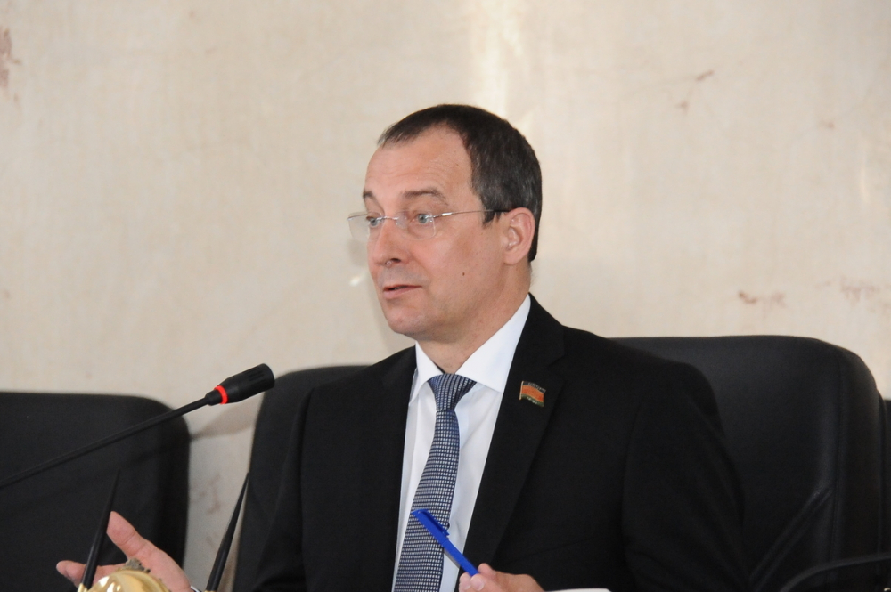 Поправки в закон о национальных языках одобрил спикер ЗСК Юрий Бурлачко
