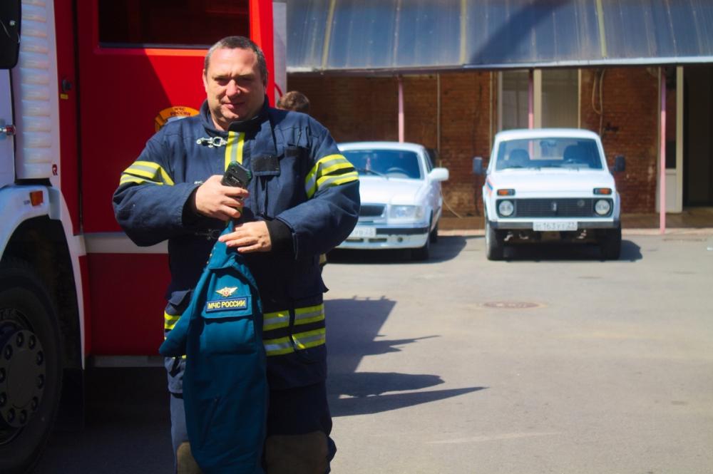 Горящую хозпостройку потушили в поселке Знаменском Краснодара