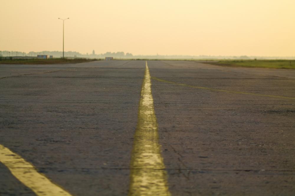 Краснодарский аэропорт опроверг сообщения о повреждениях шасси самолетов при посадке