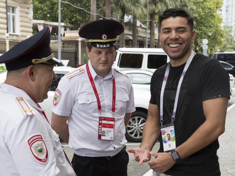 Потеряв телефон, бразилец получил бесплатную поездку на матч в Сочи