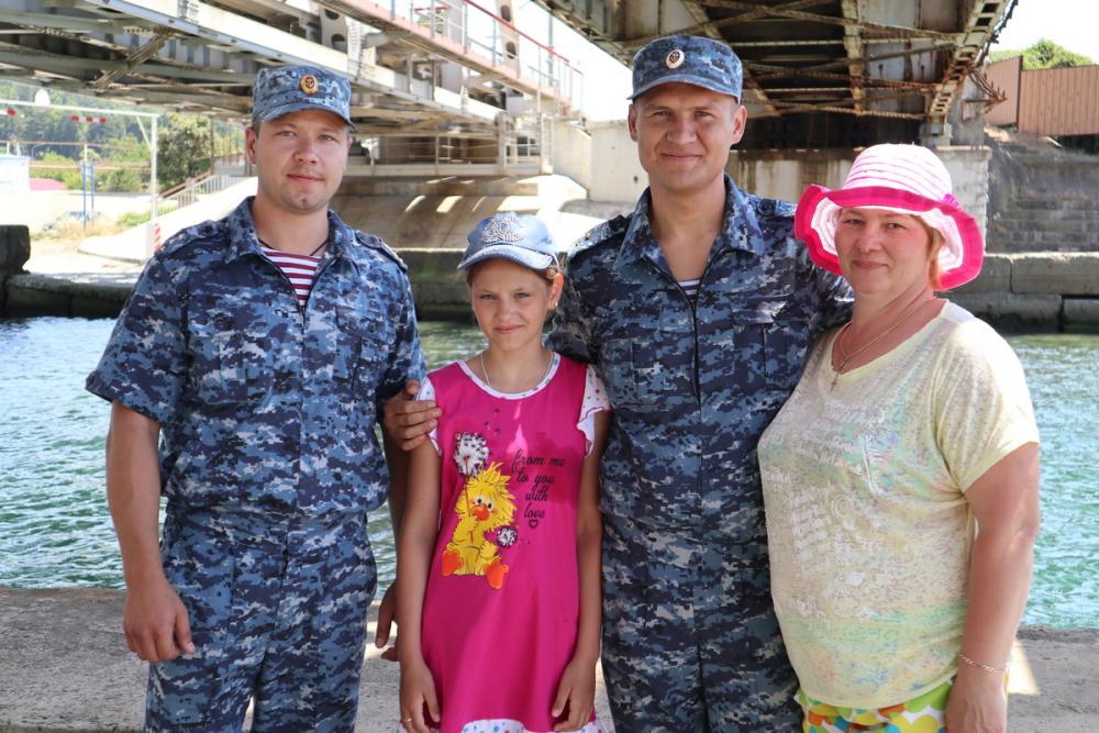 Тонущих бабушку и внучку спасли росгвардейцы в Сочи