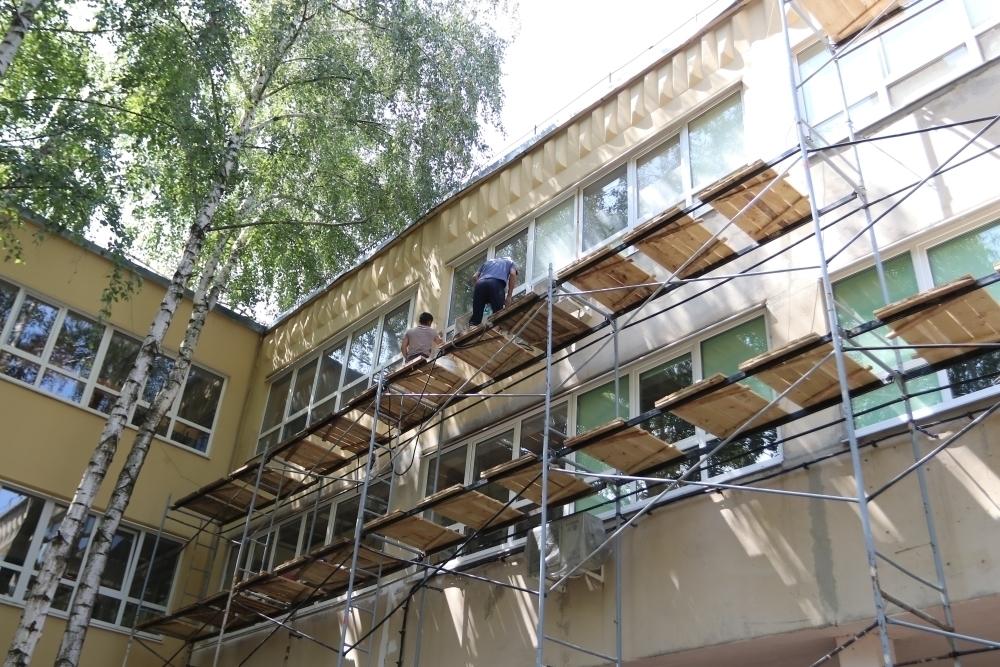 За лето в Краснодаре отремонтируют 82 школы и 104 детсада
