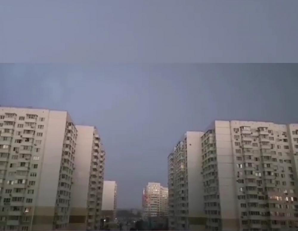 В Краснодаре молния ударила в многоквартирный дом