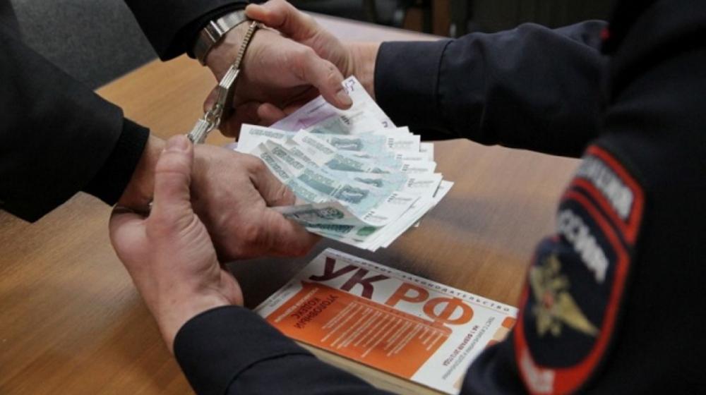 На Кубани начальник отдела закупок  подозревается в получении взятки в 2 млн рублей, - источник