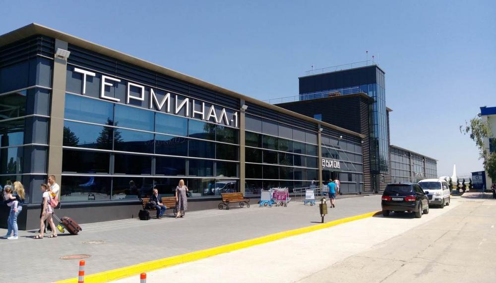 Обматерили и ударили полицейского в аэропорту Анапы
