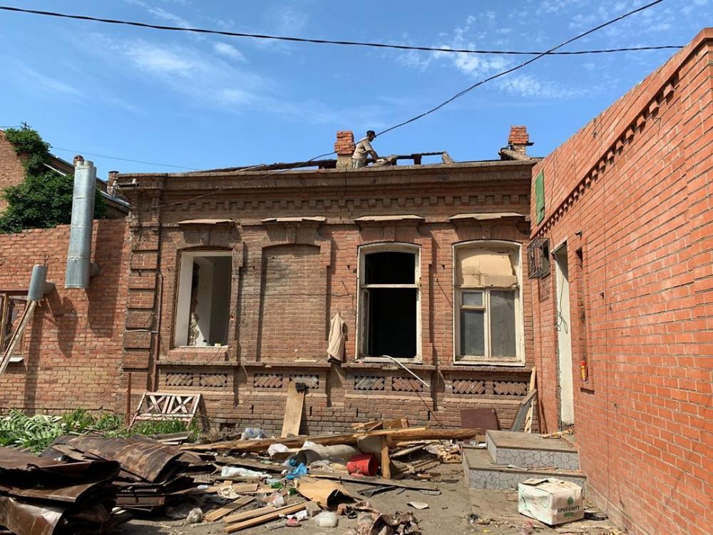 Спасать исторический дом от дождя краснодарцы не спешат