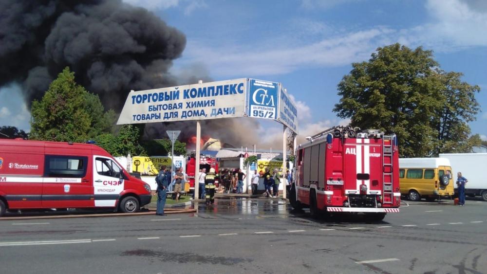 Во время пожара на рынке в Краснодаре сгорел весь товар