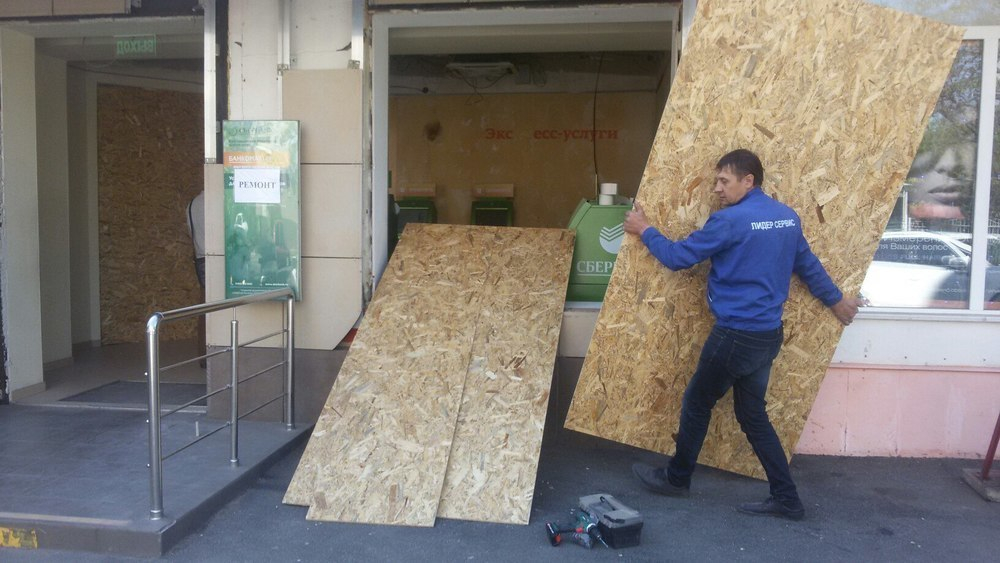 Взорвавшийся банкомат в Краснодаре выбил все стекла
