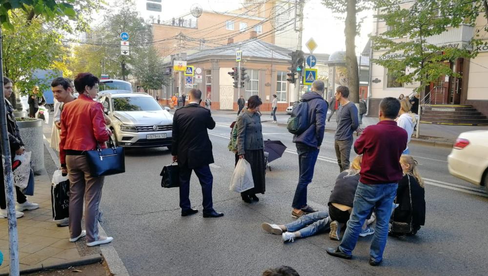 Девушку-подростка сбила иномарка в центре Краснодара