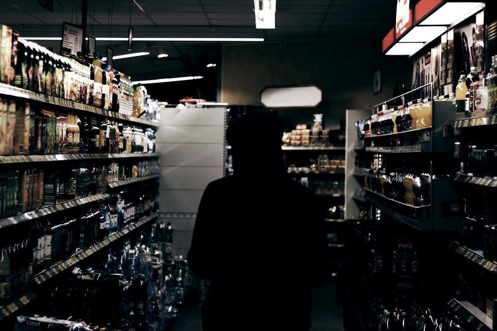 Нелегальный алкоголь начнут искать в магазинах курортов Кубани