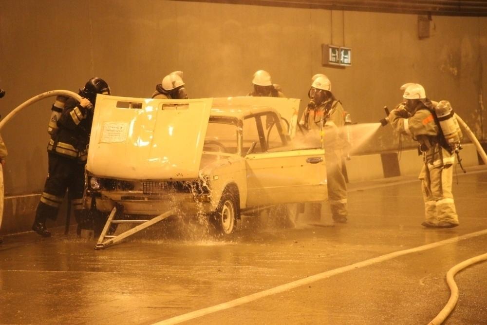 Спасатели потушили в тоннеле условный пожар после ДТП