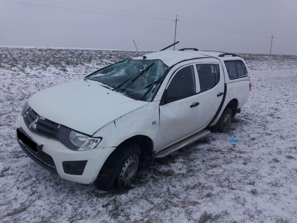 Заснеженная дорога на Кубани обернулась опрокидыванием авто и травмами двоих человек