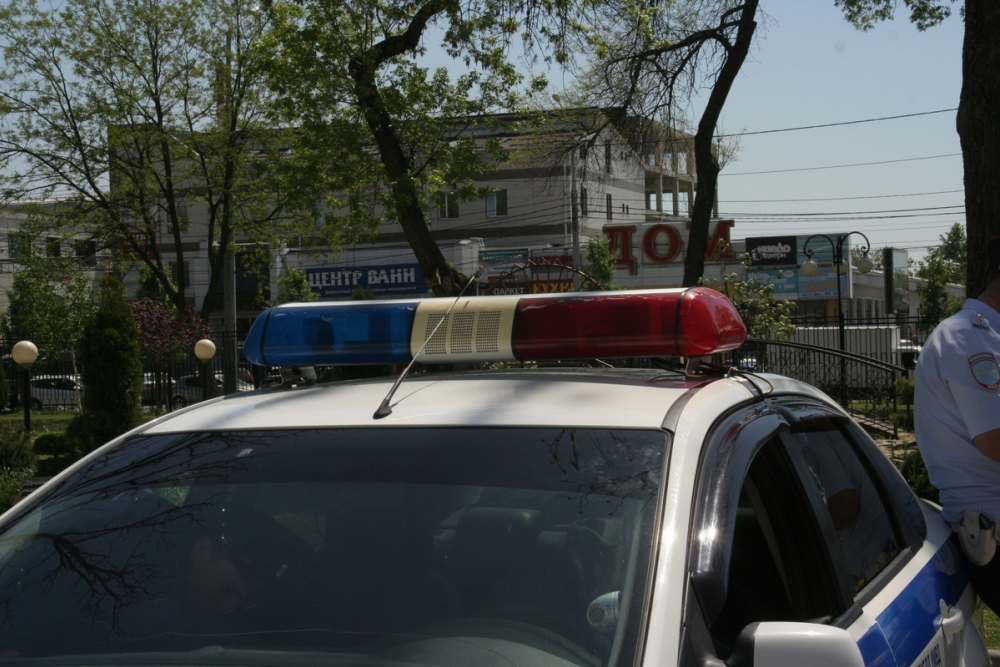 В Краснодаре во дворе многоэтажки девушка сбила ребенка
