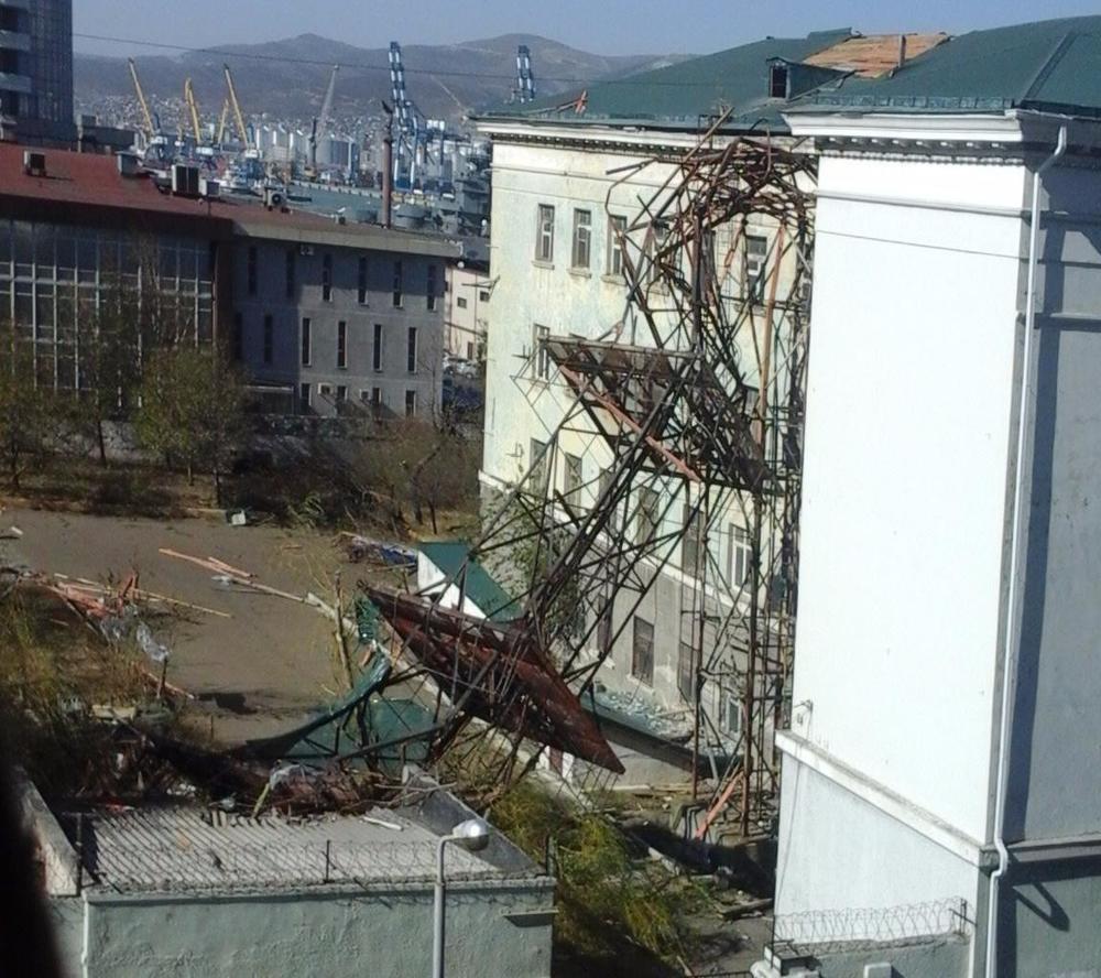 Новороссийский норд-ост снес крыши, отремонтированные после урагана 2012