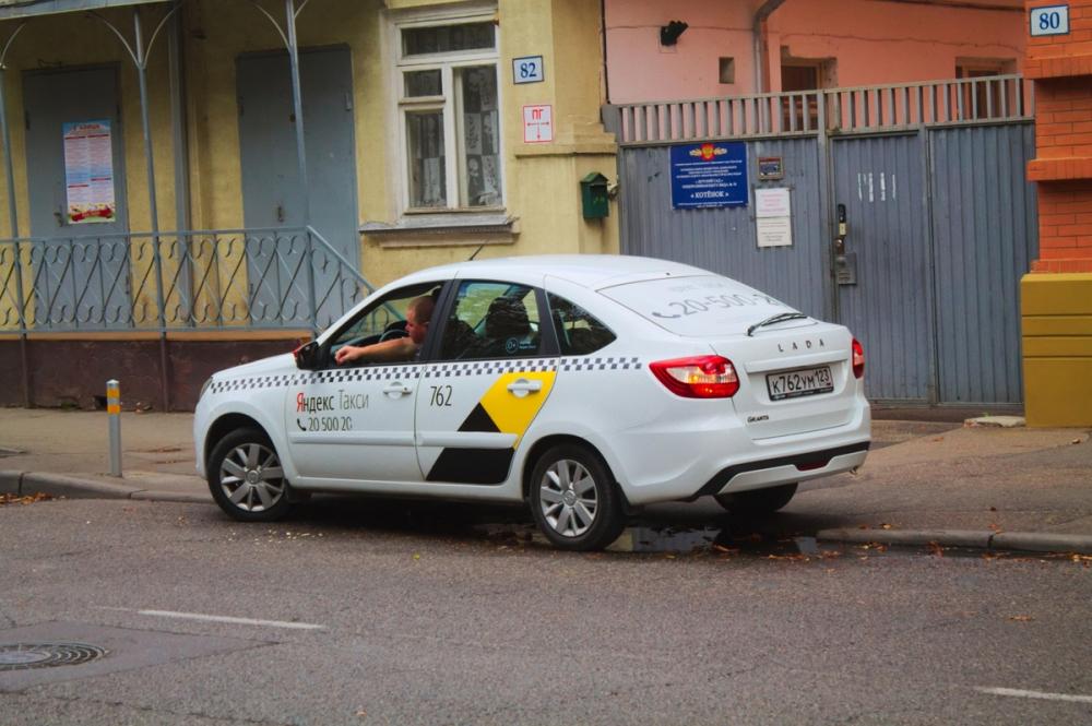 Краснодарские таксисты рассказали о переработках на сменах