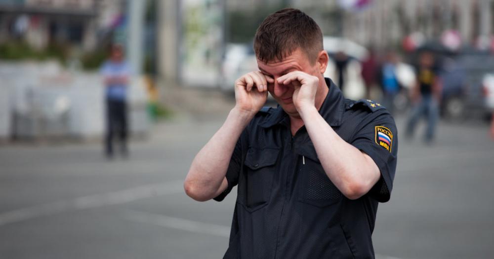 В Краснодаре осудят женщину за оскорбления и побои полицейского