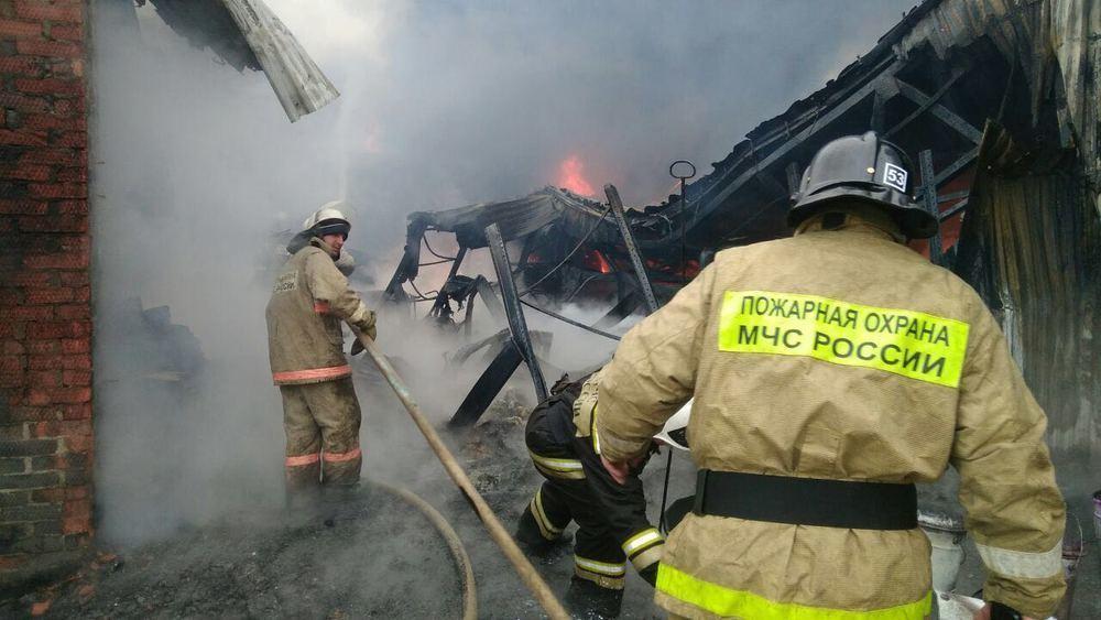 На Кубани произошел крупный пожар в производственном цехе