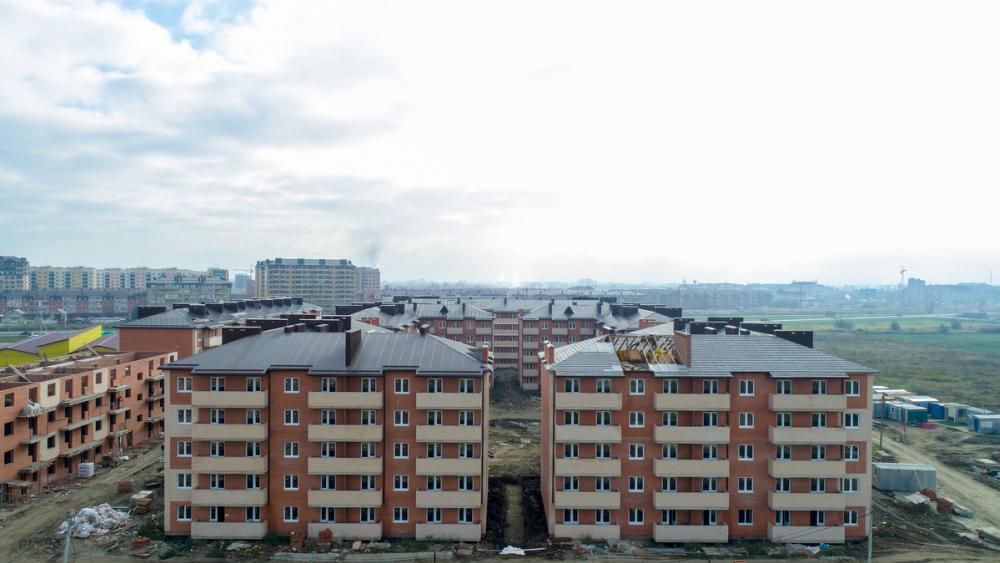 «Жилье с видом на озеро»: застройщик распродает квартиры в Краснодаре со скидкой 30%