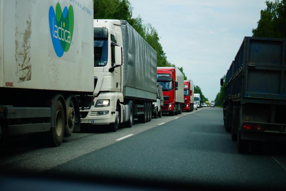 За незаконный проезд большегрузов по Кубани полицейские получили 2 млн рублей