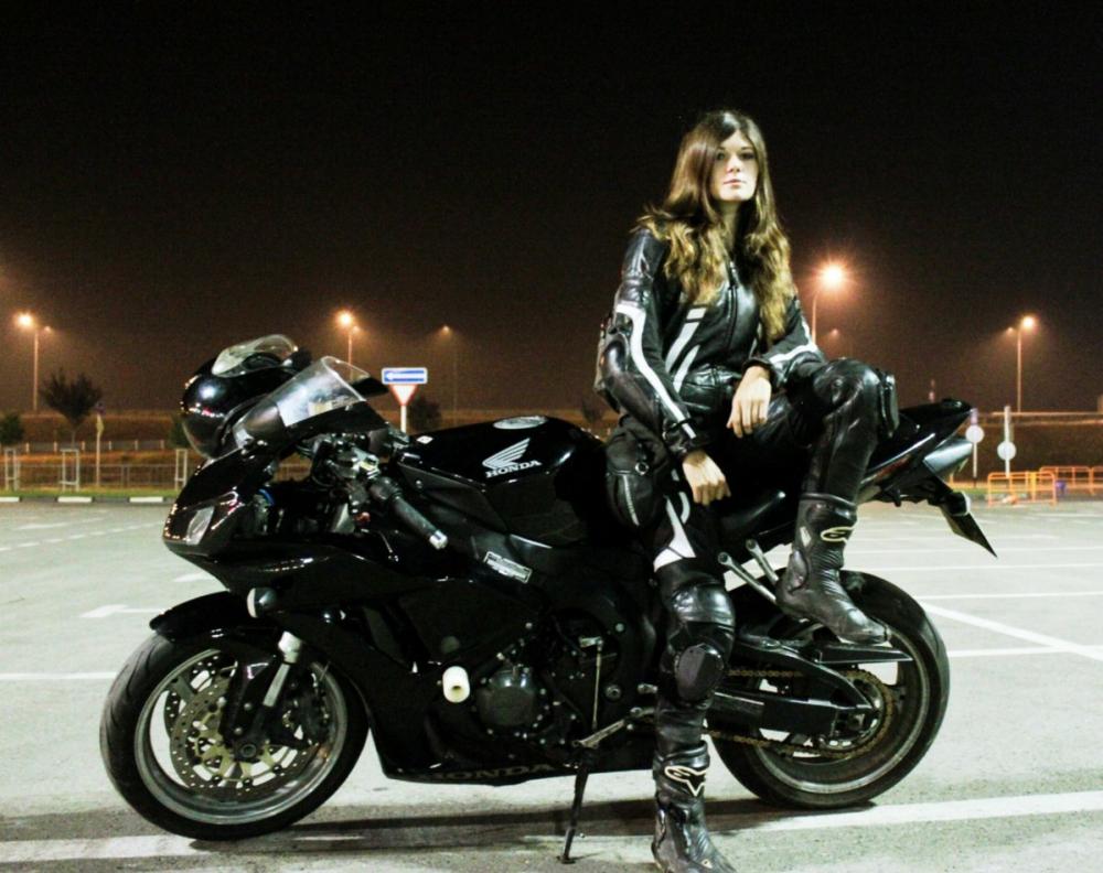 Краснодарскую мотоциклистку Анну Алекс погрузили в искусственную кому: список полученных травм шокирует
