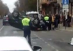 В Краснодаре после ДТП машина перевернулась «верх тормашками»