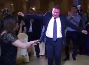 Видео с «лезгинкой» мэра Сочи разлетелось по интернету