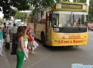 В Краснодаре пассажир легковой машины  избил водителя троллейбуса