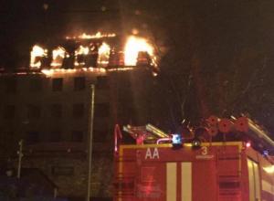 В Краснодаре горит кровля 5-этажного дома