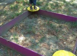 Жители Краснодара пожаловались на «авторитетных алкашей» и песочницы без песка