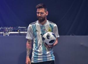 Месси представил официальный мяч, которым будут играть в Сочи на ЧМ-2018