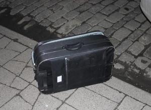 В центре Краснодара обнаружили подозрительный чемодан