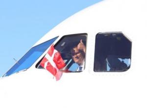 Самолет с футболистами сборной Дании приземлился в Анапе