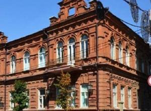Паршиво отреставрированный фасад Дома купца Никитина снова будут чинить