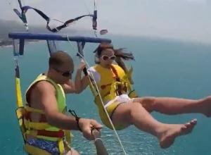 Туристы упали в море из-за обрыва троса на сочинском аттракционе
