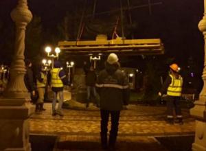 Ночью в Геленджик привезли помпезную скульптуру святого из Питера